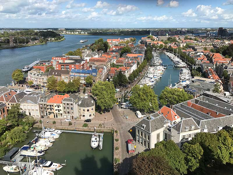 Vom Turm der Kathedrale hat man einen schönen Blick auf die Yachthäfen von Dordrecht