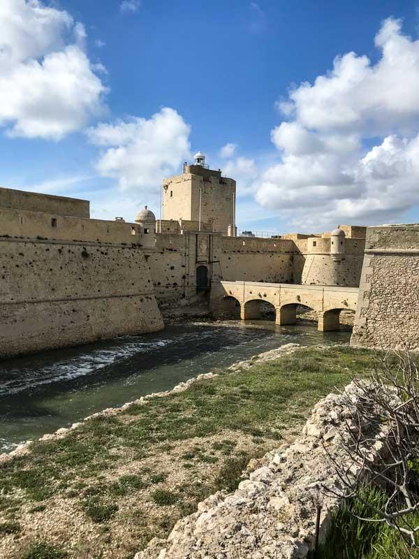Das Fort de Bouc dient heute als Leuchtturm und markiert die Hafeneinfahrt