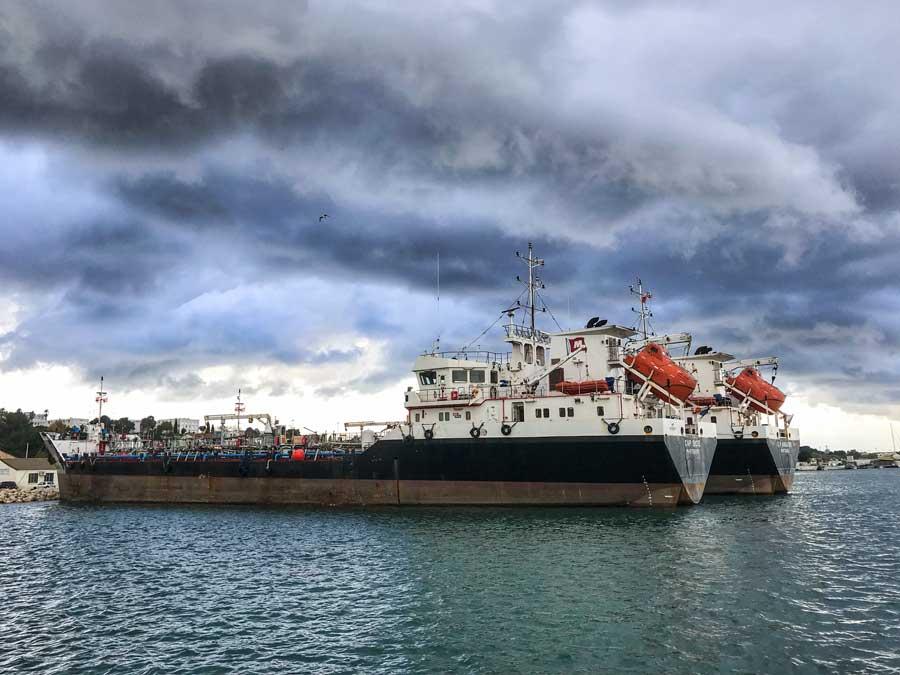 Im Hafen von Port-de-Bouc haben echte Dickschiffe Platz