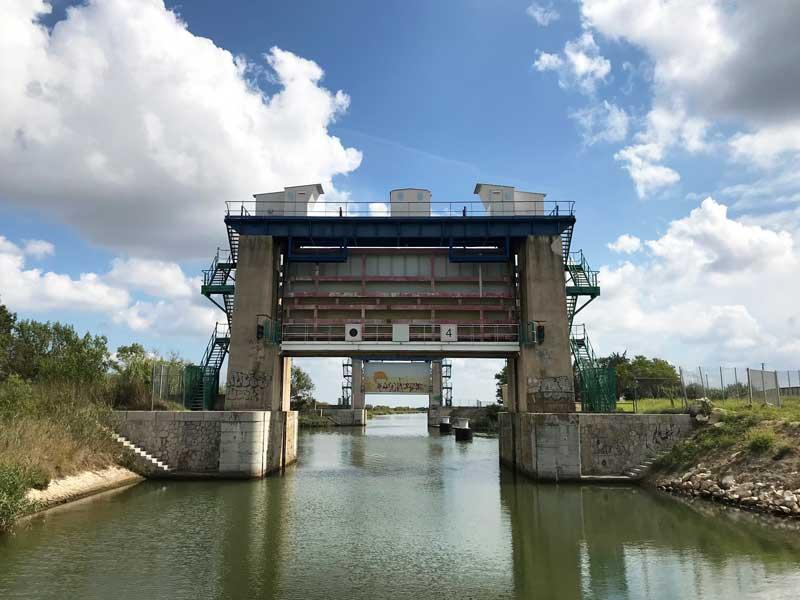 Les Portes du Vidourle: hier kreuzt der Vidourle den Canal du Rhône à Sète