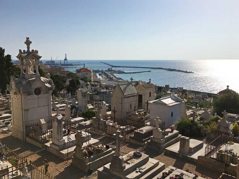 Vom Cimetière Marin hat man einen tollen Blick bis in den Hafen hinein