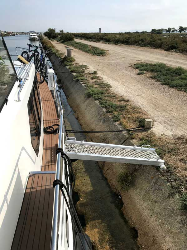 Um am Anleger bei Maguelone aus dem Boot steigen zu können, benötigt man eine Gangway