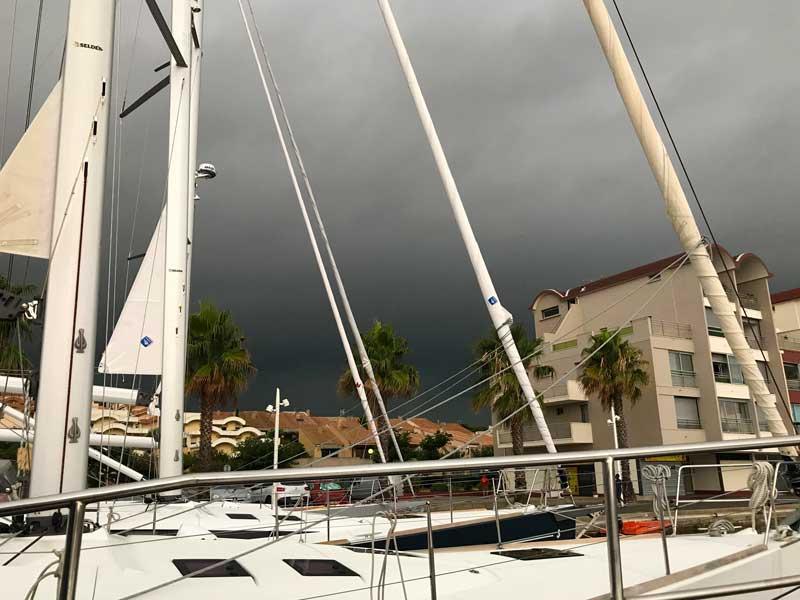Gewitter über dem Hafen von Gruissan