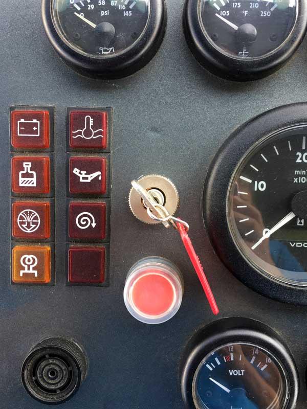 Mit dem roten Knopf wird der Motor abgeschaltet
