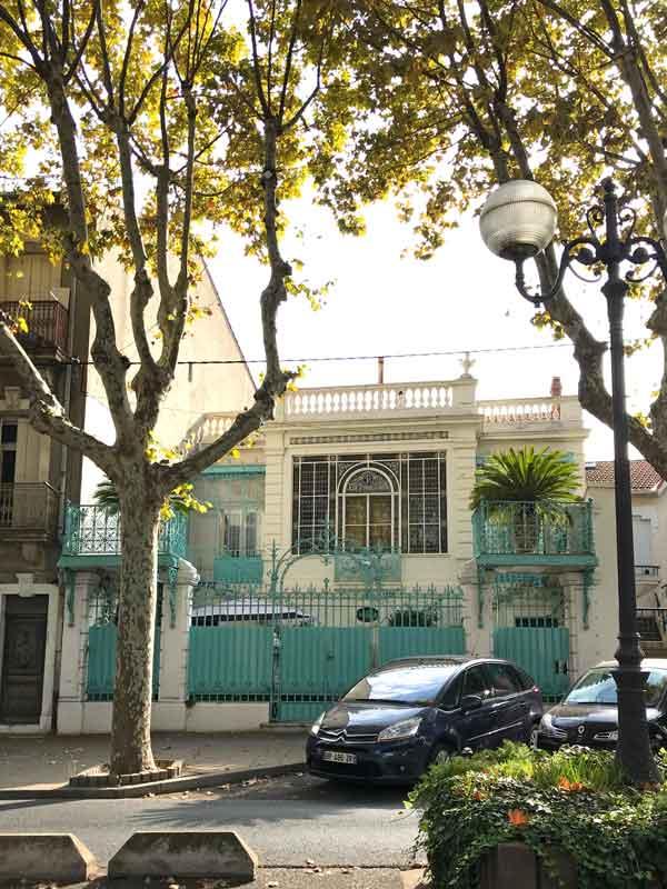 Eine der herrschaftlichen Villen in Frontignan