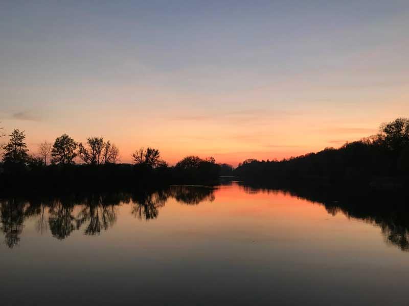 Wunderschöner Sonnenuntergang bei Dampierre über dem Doubs