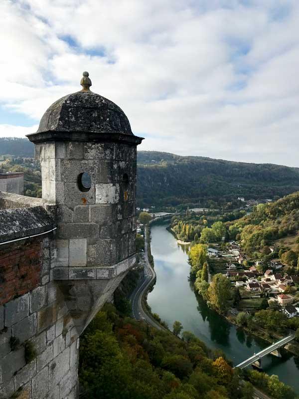 Von der Zitadelle von Besançon aus hat man einen tollen Ausblick, hier auf den Doubs