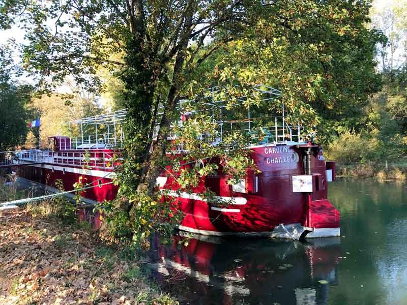 Ein weiteres schönes Hausboot auf dem Canal Charles Quint