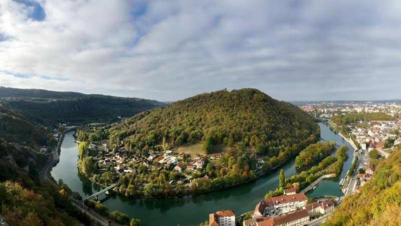 Bkick von der Zitadelle auf den Doubs bei Besançon