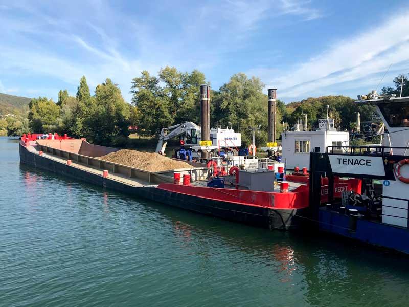 Auf der Saône wird die Fahrrinne ausgebaggert