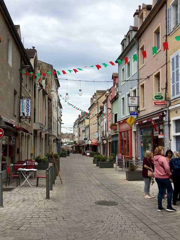Die Rue de Strassbourg in Chalon-sur-Saône ist eine richtige Fresszeile