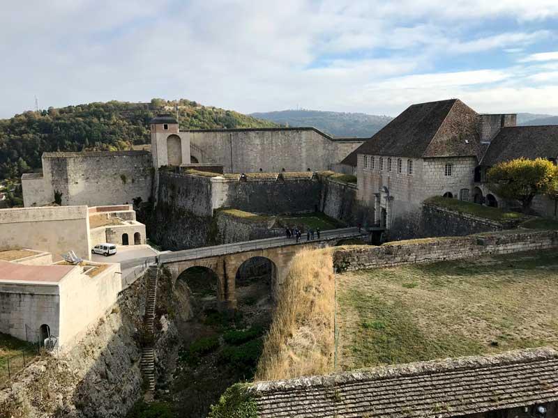 Die Zitadelle von Besançon besteht aus drei Befestigungsgürteln und ist sehr schön anzuschauen