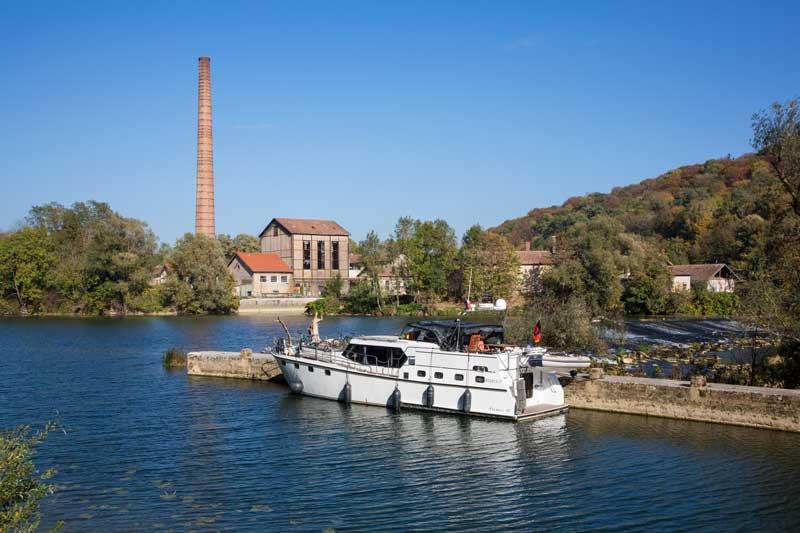 Liegeplatz an der alten Papiermühle von Boussières auf dem Canal du Rhône au Rhin