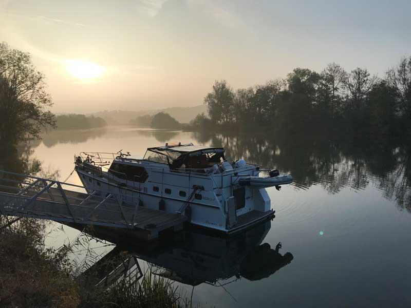 Herbstliche Morgenstimmung am Doubs bei Dampierre