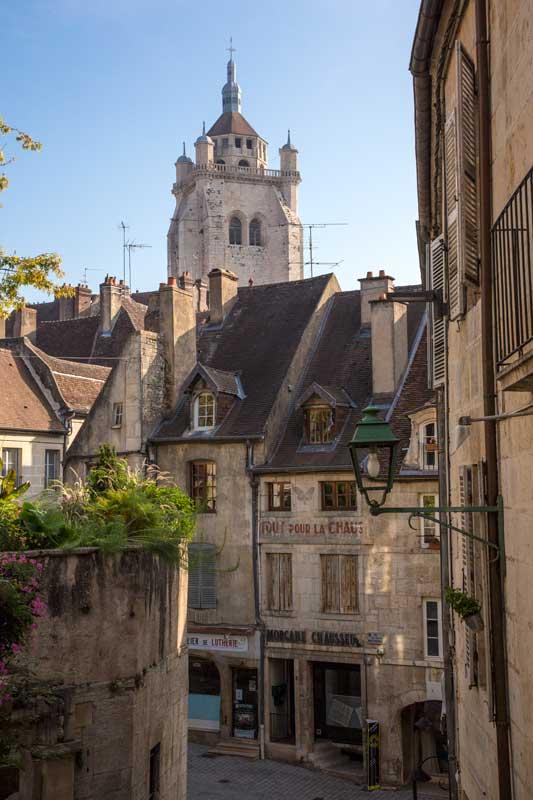 Die Place aux Fleurs ist der schönste Platz in der Altstadt von Dole