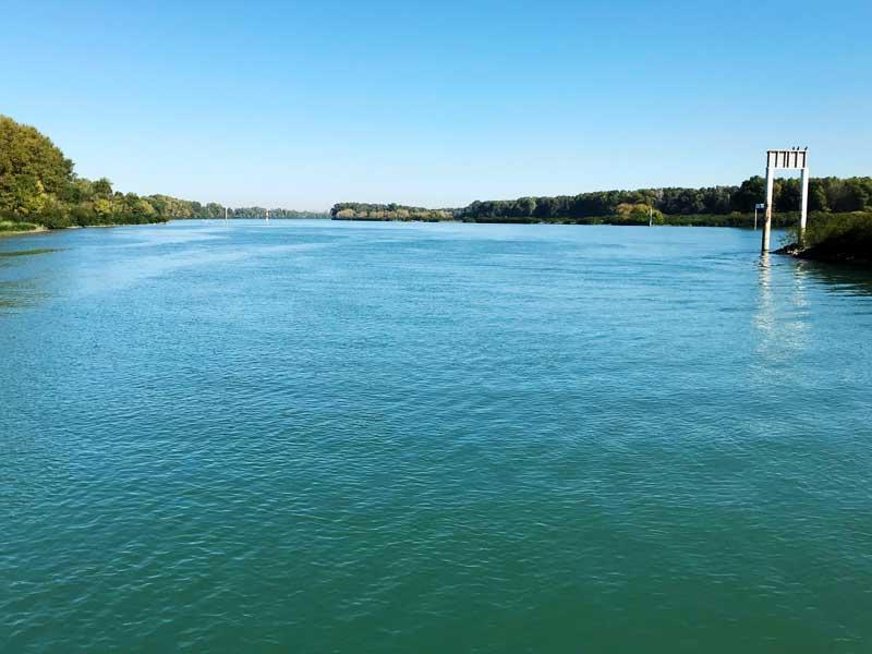Mündung der Petit Rhône in die Rhône