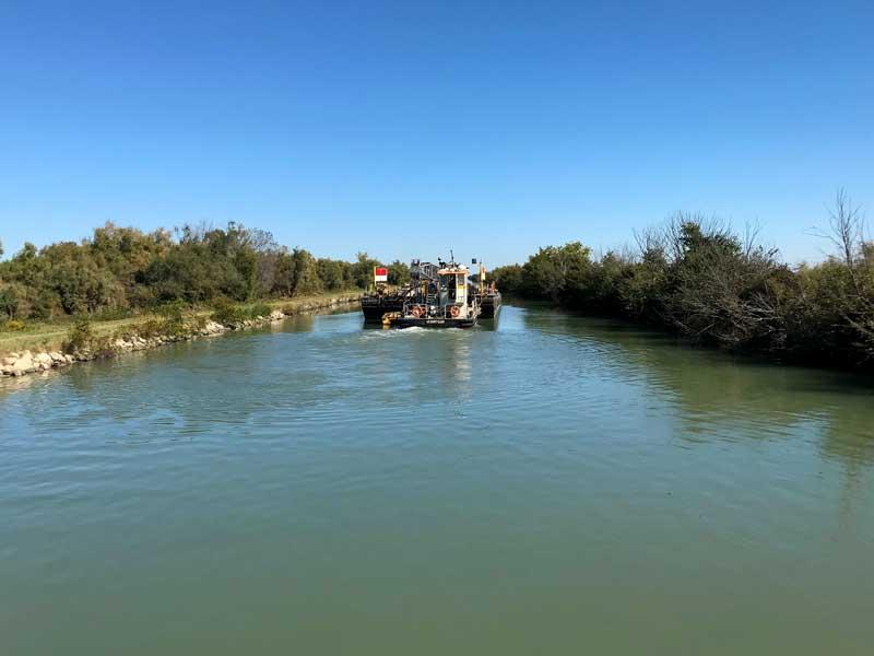 Der Schwimmbagger hat uns viel Zeit gestohlen auf dem Rhône à Sète Kanal