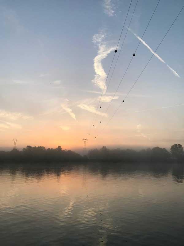 Morgens liegen noch Nebelschwaden über das Saône bei Mâcon