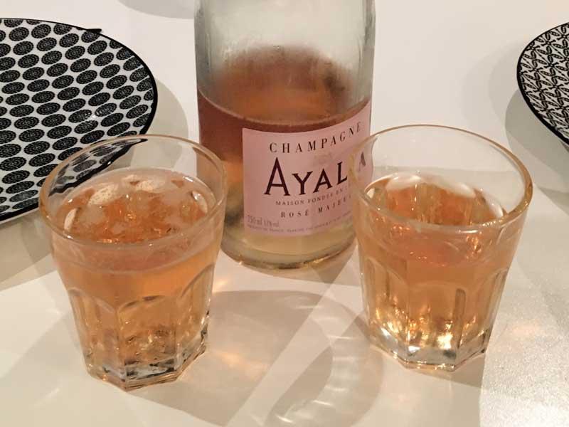 Wir feiern Bergfest bei der Hälfte der Strecke und trinken unseren Champagne Ayala