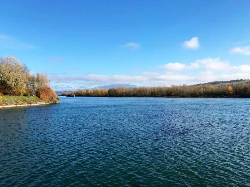An dieser Stelle mündet der Rhône-Rhein-Kanal in den Rhein