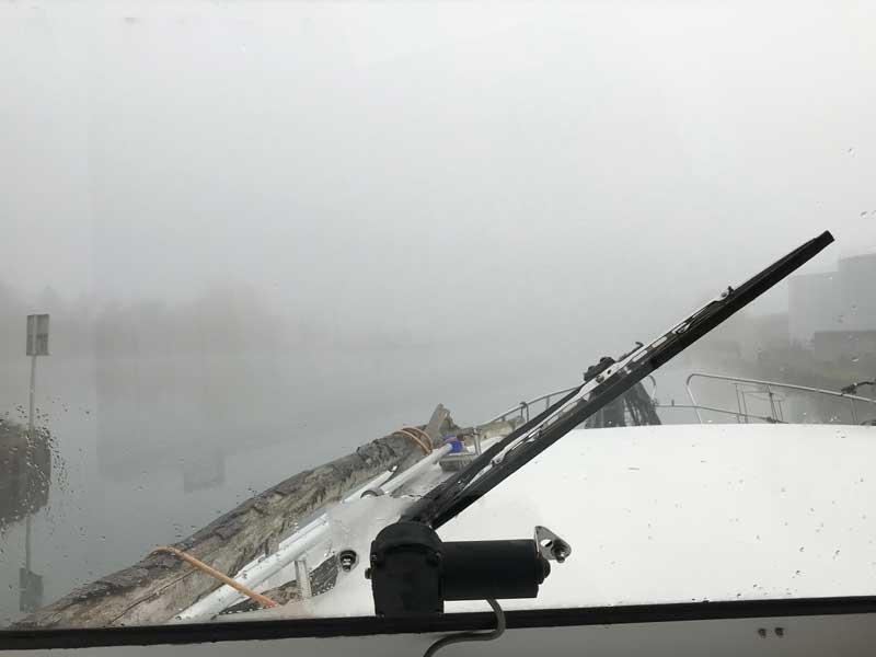 Blick aus dem Cockpit - ziemlich viel Nebel über dem Rhein