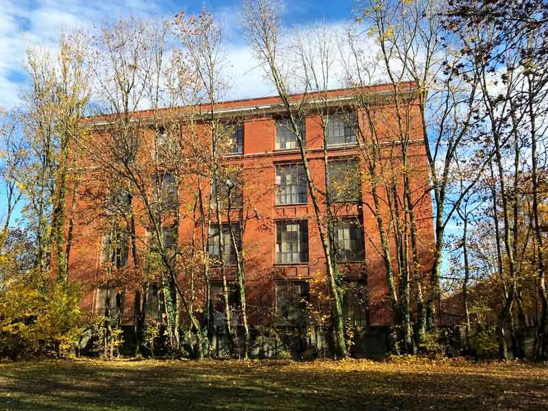 Schöne alte Backsteinbauten auf dem alten DMC Gelände in Mulhouse