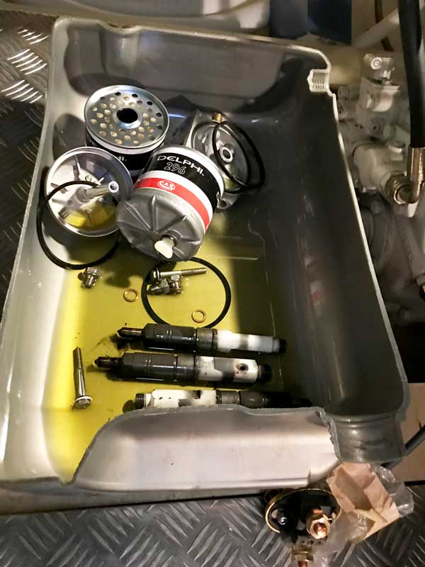 Die Mechaniker haben jede Menge Zeug ausgebaut uns nehmen es mit