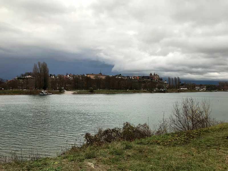 Der Yachthafen l'Ile du Rhin liegt gegenüber von Breisach