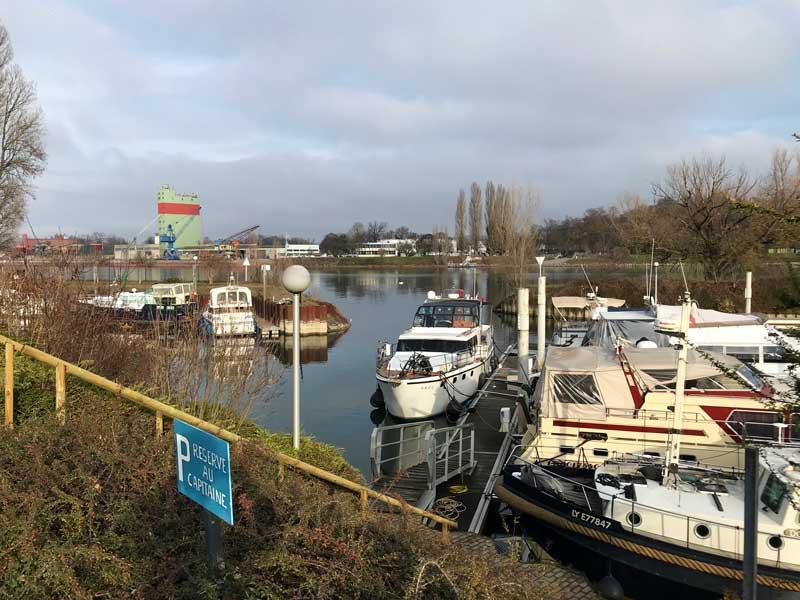 L'Île du Rhin ist ein recht großer Yachthafen gegenüber von Breisach