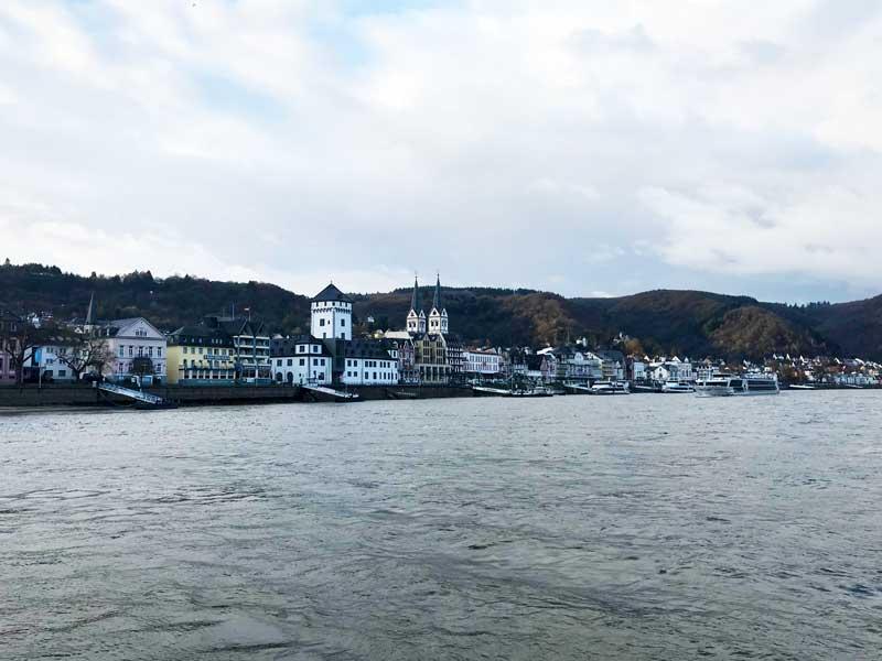 Boppard liegt malerisch am Ufer des Rheins