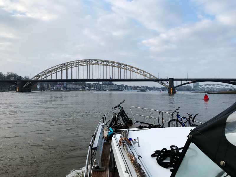 Wir passieren Nijmegen, eine sehr hübsche kleine Stadt