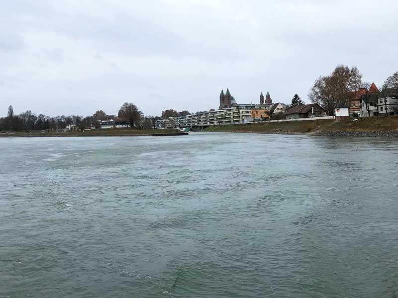 Hier war unser Boot lange Jahre zu Hause: Hinter der Landzunge liegt die Einfahrt zum Yachthafen Speyer