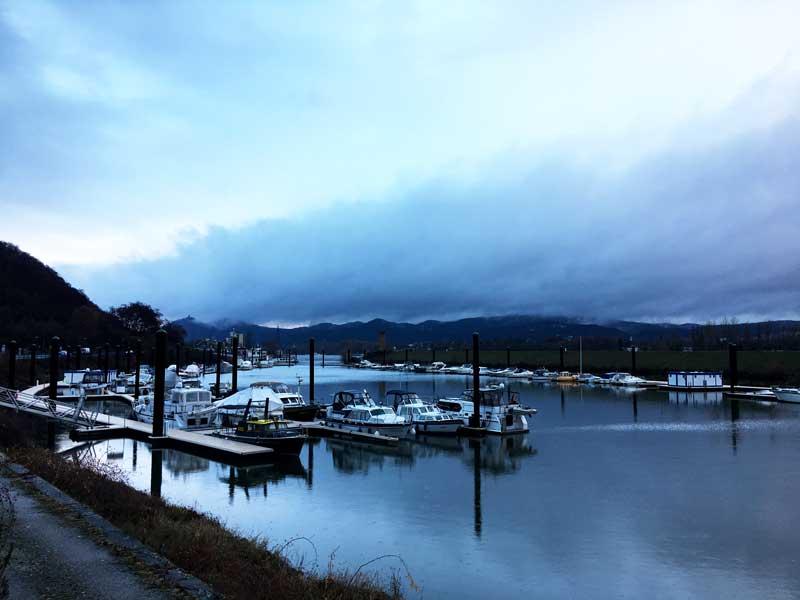 Der Yachthafen Oberwinter ist völlig verlassen um diese Jahreszeit, liegt aber eigentlich recht schön