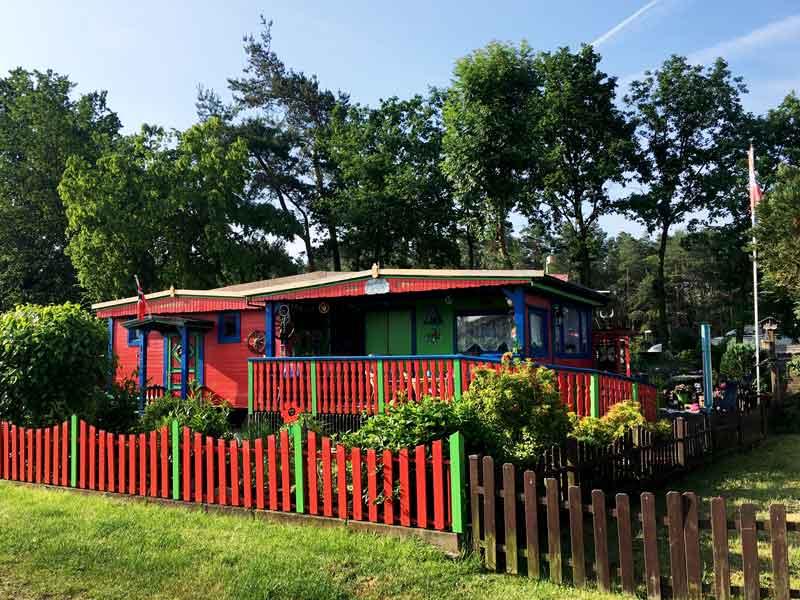 Blockhaus im bunten Ranch-Style im Freizeitpark Flaesheim