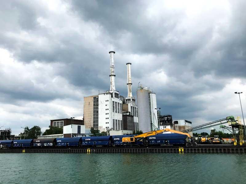 Der Chemiepark Marl ist ein Anlaufpunkt für viele der Frachtschiffe, vor der Tankschiffe, auf dem Wesel-Datteln-Kanal