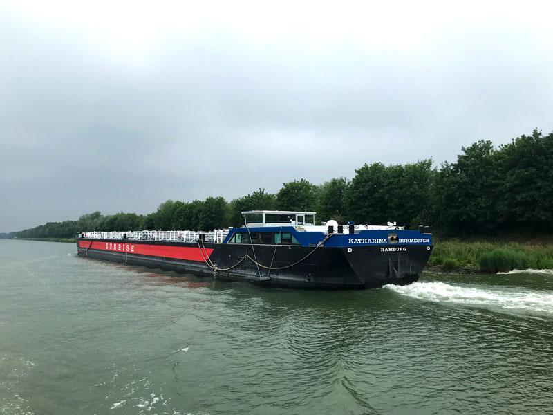 Die Katharina Burmester aus der Sunrise Flotte ist ein großes modernes Tankschiff, das uns schon oft begegnet ist