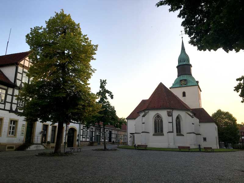 Der Kirchplatz mit Fachwerkhäusern in Bad Essen