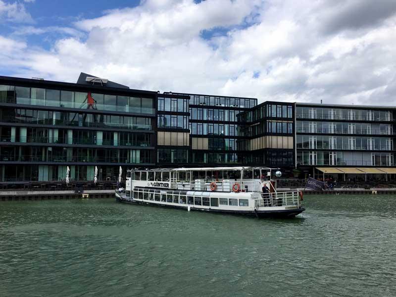 Die MS Günther, ein Party-Boot, dreht zweimal am Tag die Runde im Stadthafen Münster