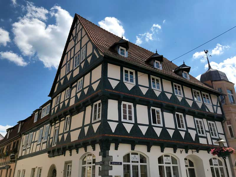 Das Kühnesche Haus in Haldersleben ist ein reich verziertes Fachwerkhaus von 1592