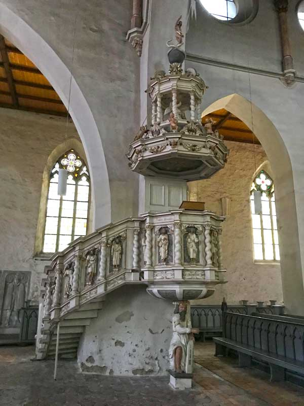 In der St.-Marien-Kirche in Haldensleben befindet sich eine aufwendig gedrechselte Kanzel