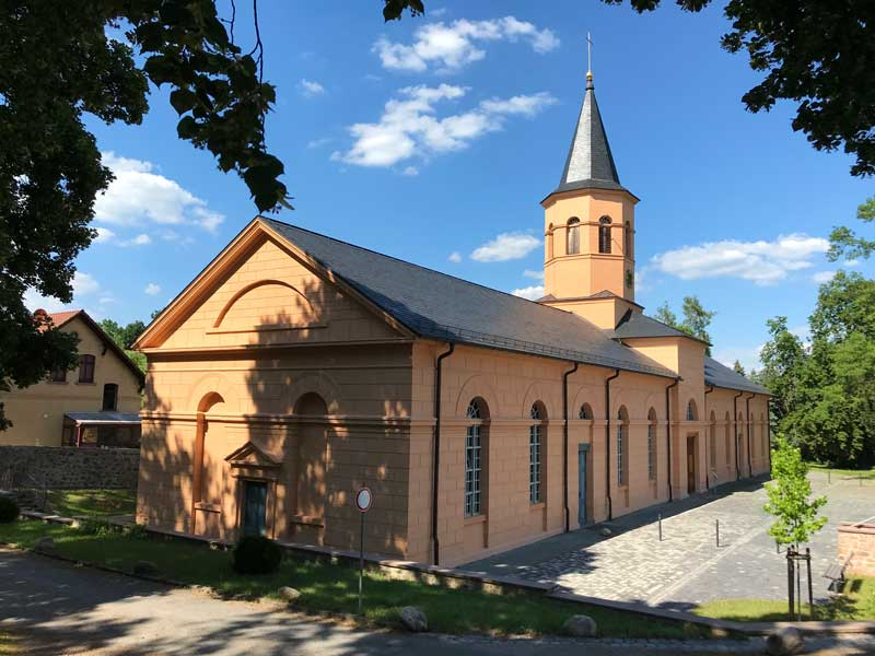In Althaldensleben steht die von Schinkel entworfene Simultankirche, bestehend aus der evangelischen Lutherkirche und der katholischen Kirche St. Johannes Baptist