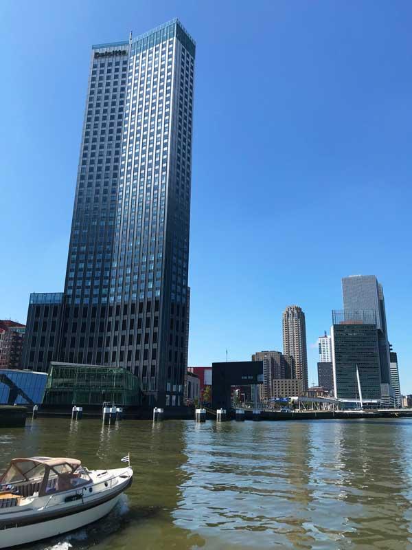 Der Maastoren, das höchste Gebäude Rotterdams, grüßt zum Abschied