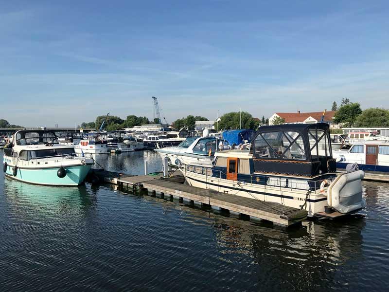 Blick über die Marina Brandenburg-Plaue in Plaue auf dem Plauer See