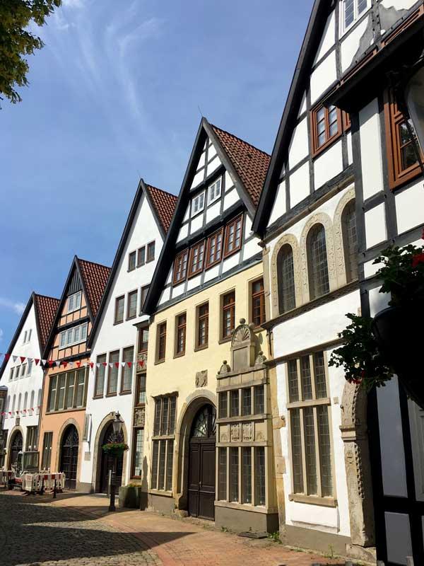 In der Ritterstraße in Minden bilden mehrere Fachwerkhäuser im Stil der Weserrenaissance die sogenannte Museumszeile