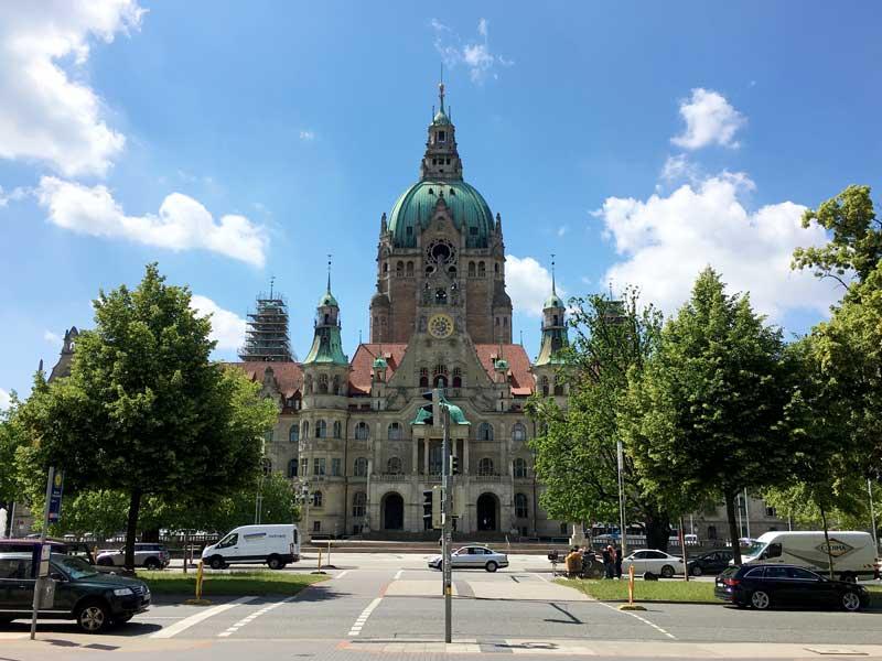 Das Neue Rathaus in Hannover ist ein riesiger prunkvoller Bau