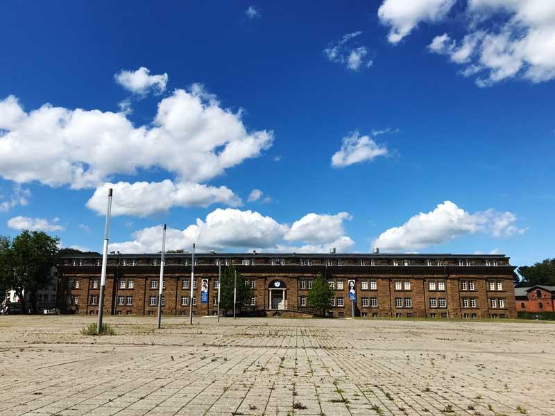 Das Preussen Museum in Minden ist ein strenger, langgezogener Backsteinbau