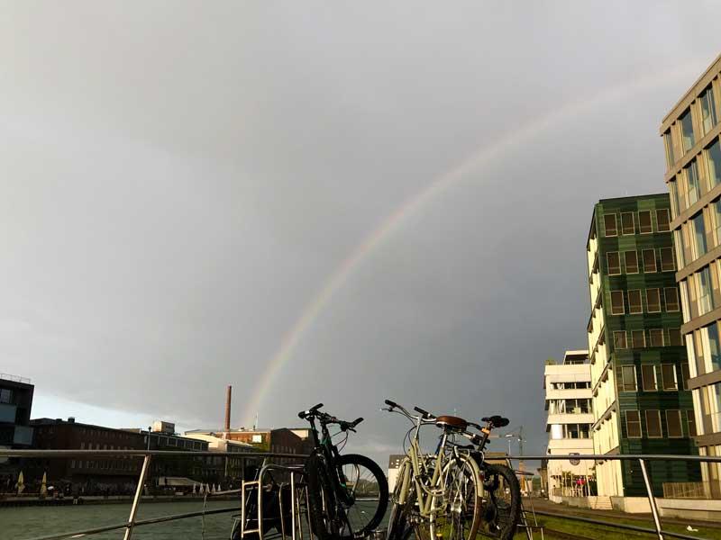 Über den ganzen Medienhafen Münster spannt sich ein schöner Regenbogen