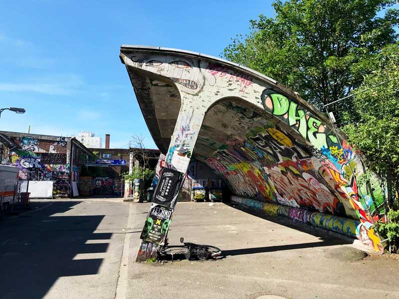Noch mehr Graffiti auf alten Gebäuden in den Docklands Münster