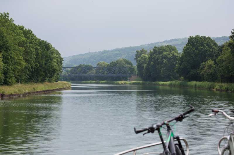 Schöne grüne Ufer am Mittellandkanal