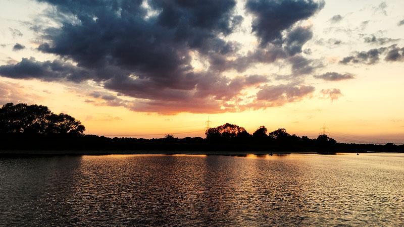 Sonnenuntergang gegenüber vom Wasserwanderrastplatz Ketzin Havel